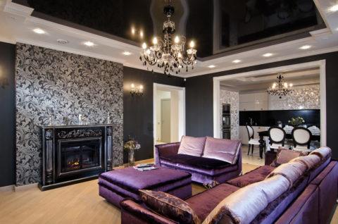 Однотонное черное глянцевое полотно – главный акцент гостиной