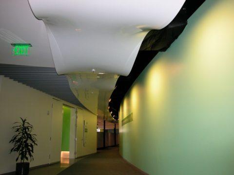 Оформление коридора общественного здания