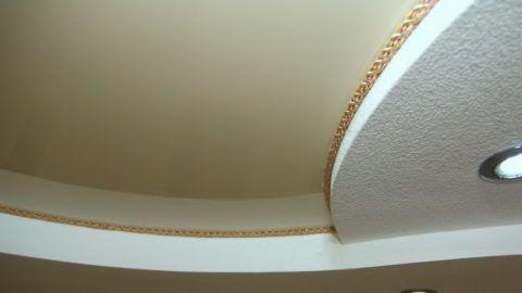 Оформление тканевым шнуром криволинейной конструкции
