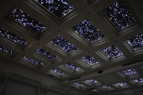 Окно в неизведанный мир на потолке