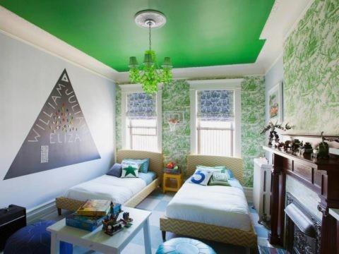 Окрашивание в зеленый цвет в комнате для двоих