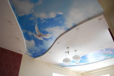 Оригинальное оформление сатинового потолка