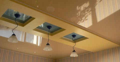 Оригинальный натяжной потолок с кессонами