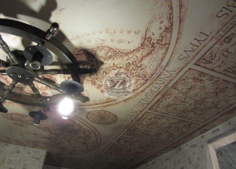 Оригинальный светильник в форме штурвала подчеркнет тематику фотопечати на натяжном полотне