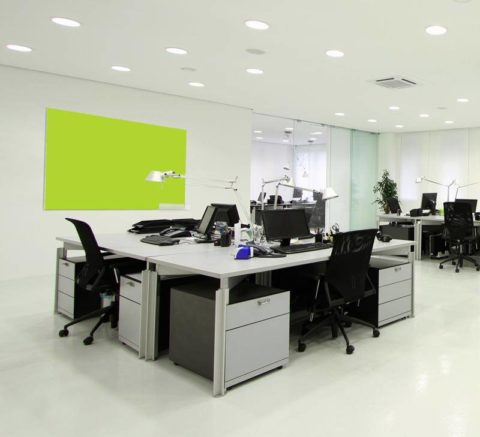 Освещение встраиваемыми светильниками более эффективно по сравнению с наружными