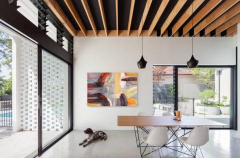 Открытый реечный потолок из дерева