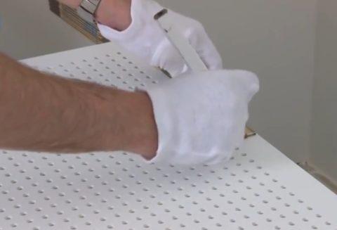 Отмеяем необходимый нармер, чтобы отрезать панель