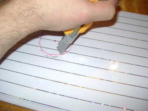 Отверстия для софитов легко вырезать канцелярским ножом