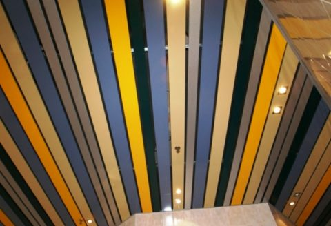 Панели могут иметь разную ширину и цвет