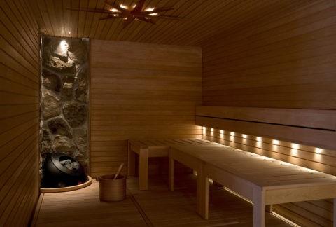 Парилка с оригинальной подсветкой потолка и полок