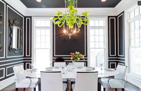 Пепельная цветовая гамма в столовой подчеркнет оригинальность люстры