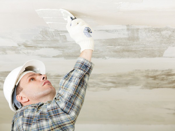 Перед тем, как покрасить потолок краскопультом