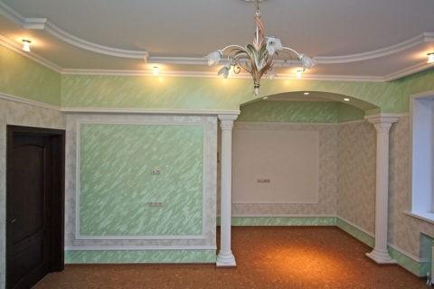 Плинтуса потолочные гибкие в интерьере помещения