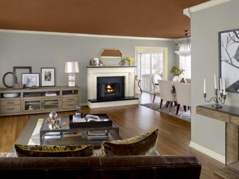 Под покраску оштукатуривание поверхности должно выполняться наиболее качественно: одноуровневый потолок цвета молочного шоколада