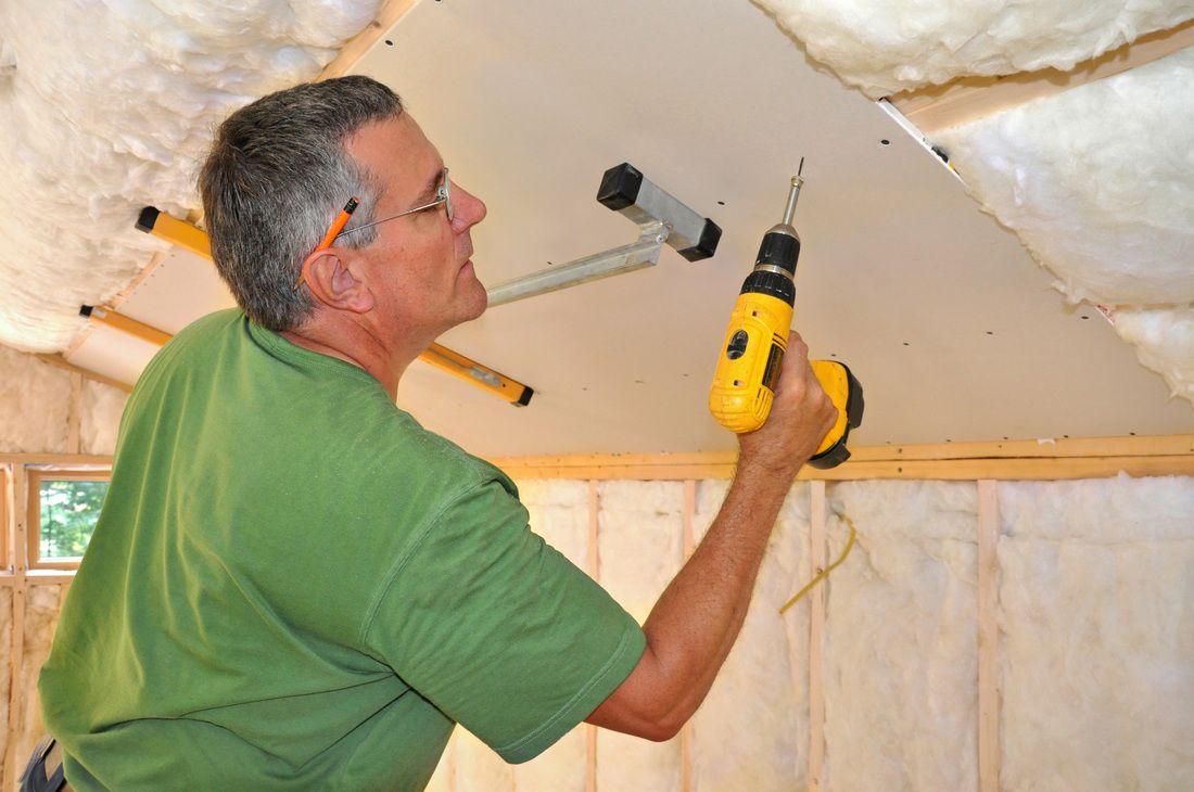 как правильно крепить гипсокартон к деревянной стене