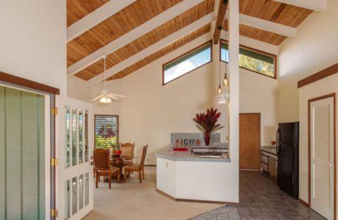 Подшивной дощатый потолок с декоративными балками