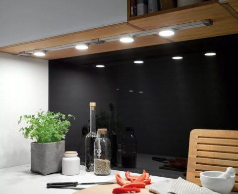 Подсветка рабочей зоны кухни светодиодными лампами