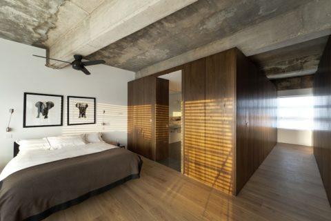 Подтеки на бетонной поверхности усиливают индустриальный эффект