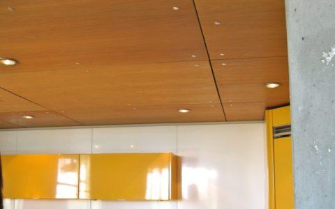 Подвесной деревянный потолок из ламинированной фанеры