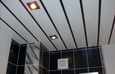 Подвесной потолок. Материал — вагонка из ПВХ