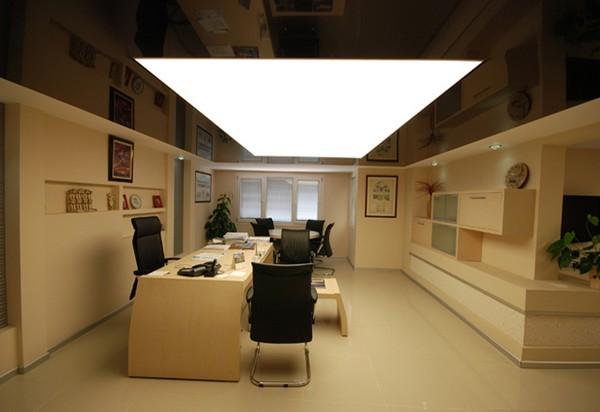 Потолок в кабинете с подсветкой натяжного полотна