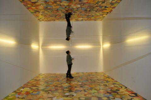 Полностью зеркальный потолок