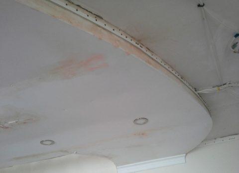 После потопа: потолку из ГКЛ нужен ремонт