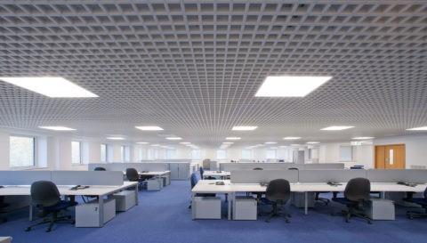 Потолки грильято часто встречаются в офисных зданиях