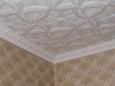 Потолочная плитка с необычным рельефом