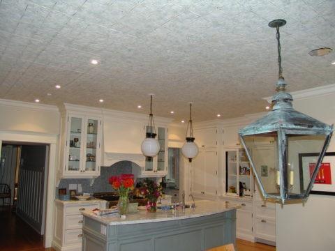 Потолочная плитка в интерьере кухни