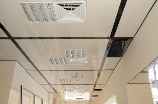 Алюминиевый кассетный потолок с вентиляционными решётками