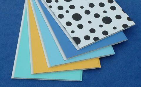 Потолочные панели имеют малый вес, удобный формат и разнообразную расцветку