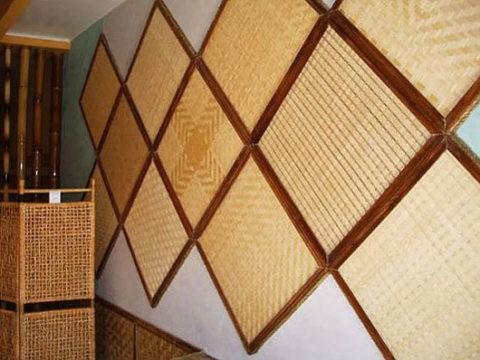 Потолочные панели из бамбука на стенах
