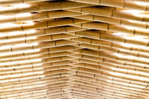 Потолок беседки из цельного бамбука