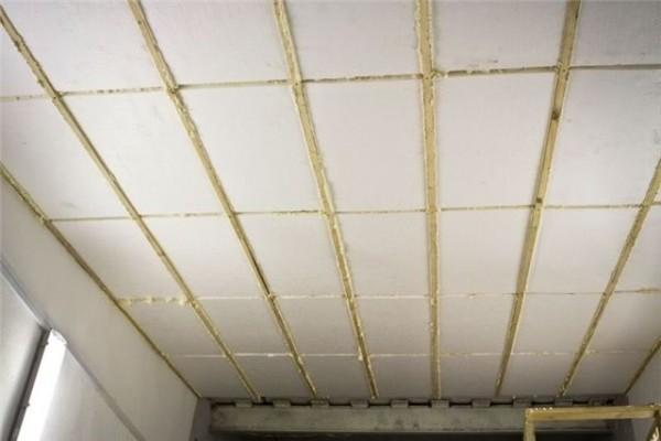 Потолок гаража, утеплённый пенопластом