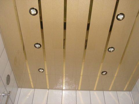 Потолок их ПВХ панелей