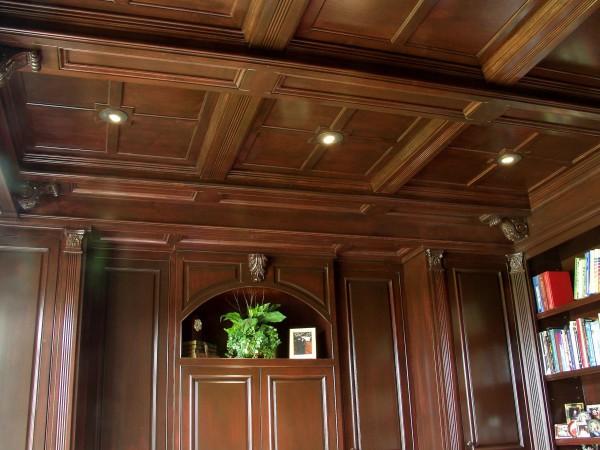 Потолок из деревянных плит