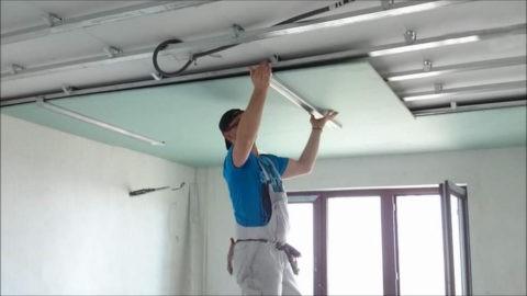 Потолок из гипсокартона в хрущевке