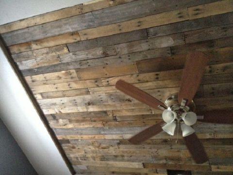 Потолок из поддонов