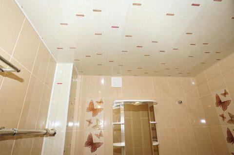 Потолок из виниловых стеновых панелей