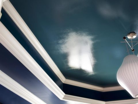 Потолок не обязательно должен быть белым