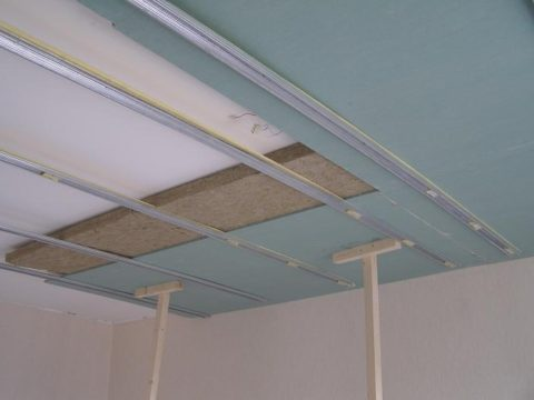 Потолок очень легко звукоизолировать