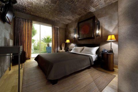 Потолок, оклеенный тканью