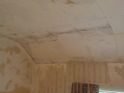 Потолок с дефектами ждёт отделки