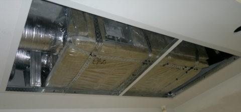 Потолок скрывает рукава системы воздушного отопления