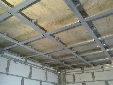 Потолок со стандартными ячейками