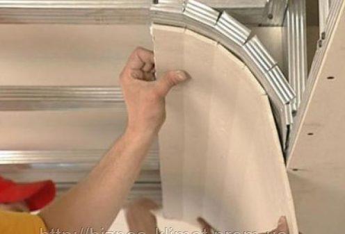 Выполнение криволинейной части потолка