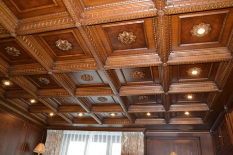 Потолок в интерьере домашнего кабинета