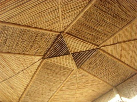 Потолок веранды из цельного бамбука