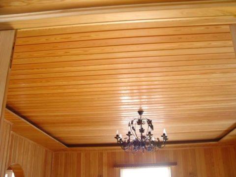 Потолок вскрытый лаком